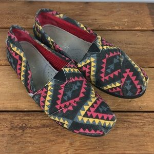 Toms Aztec Print Canvas Classic Slip On. 7